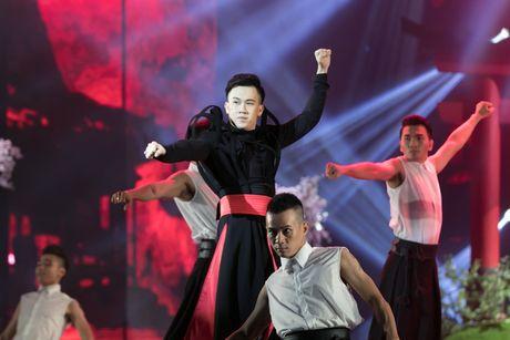 Liveshow 20 nam ca hat cua Dam Vinh Hung: Hoanh trang, mau sac nhu Las Vegas thu nho - Anh 30
