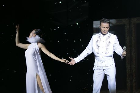 Liveshow 20 nam ca hat cua Dam Vinh Hung: Hoanh trang, mau sac nhu Las Vegas thu nho - Anh 9