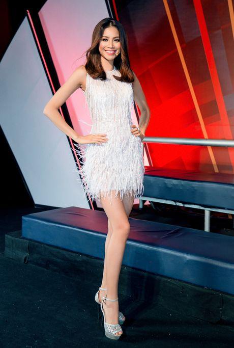 My Linh, Pham Huong vao top trang phuc dep thang 9 - Anh 2