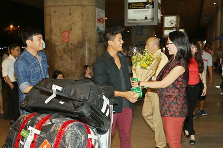 Hoang Phuc moi dien vien dong phim Thanh Long ve Viet Nam - Anh 2
