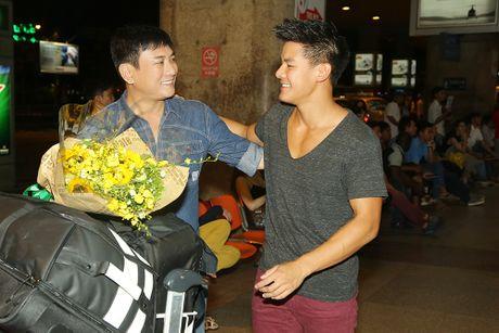 Hoang Phuc moi dien vien dong phim Thanh Long ve Viet Nam - Anh 3