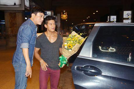 Hoang Phuc moi dien vien dong phim Thanh Long ve Viet Nam - Anh 5