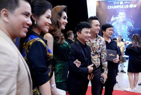 Dan sao Vpop tap nap xem live show Dam Vinh Hung - Anh 3