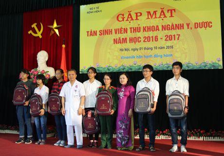 Gap mat tan sinh vien thu khoa nganh y, duoc nam hoc 2016-2017 - Anh 1