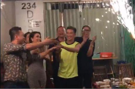 Dam Vinh Hung mung sinh nhat o quan an via he - Anh 1