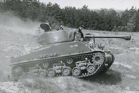 Chiem nguong xe tang hang trung M4A2 Sherman cua My va Canada - Anh 10