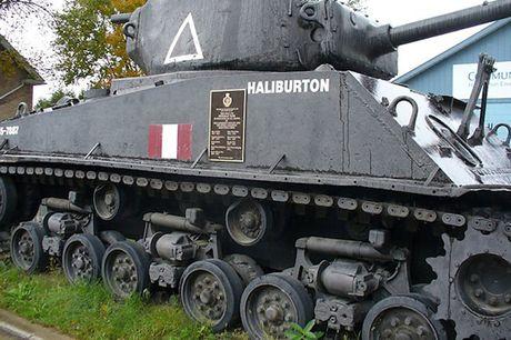 Chiem nguong xe tang hang trung M4A2 Sherman cua My va Canada - Anh 4