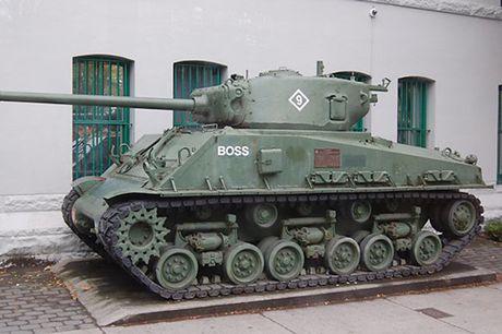 Chiem nguong xe tang hang trung M4A2 Sherman cua My va Canada - Anh 5