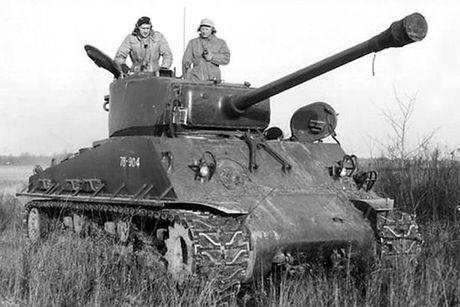 Chiem nguong xe tang hang trung M4A2 Sherman cua My va Canada - Anh 8