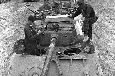 Chiem nguong xe tang hang trung M4A2 Sherman cua My va Canada - Anh 9