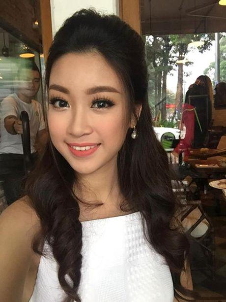 Hoa hau Do My Linh cat toc ngan, khoe nhan sac rang ro - Anh 2