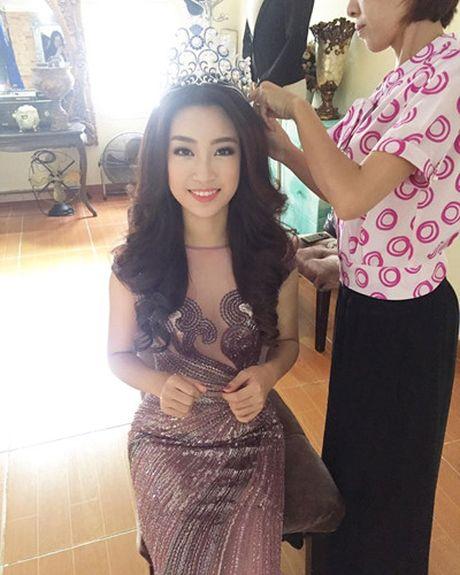 Hoa hau Do My Linh cat toc ngan, khoe nhan sac rang ro - Anh 6