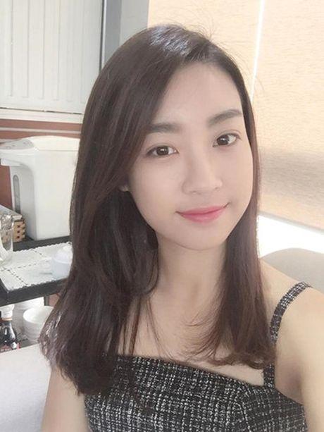 Hoa hau Do My Linh cat toc ngan, khoe nhan sac rang ro - Anh 7
