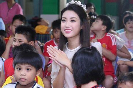 Hoa hau Do My Linh cat toc ngan, khoe nhan sac rang ro - Anh 9