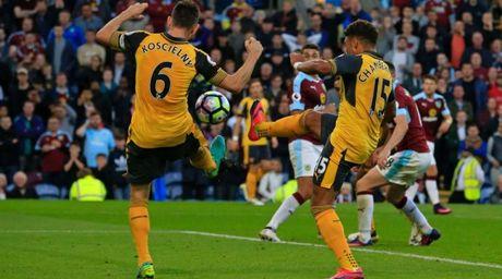 Arsenal thoat hiem, nguoi hung chia se dieu bat ngo - Anh 1
