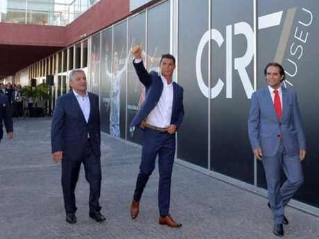 Ronaldo chuan bi mo dai tiec sau tran hoa truoc Eibar - Anh 1