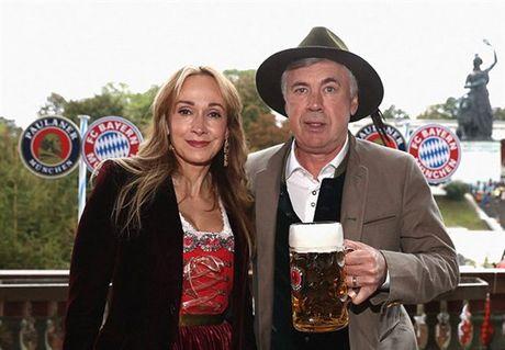 Usain Bolt tung bung don le hoi bia cung sao Bayern - Anh 3