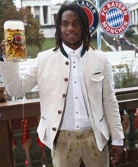 Usain Bolt tung bung don le hoi bia cung sao Bayern - Anh 6