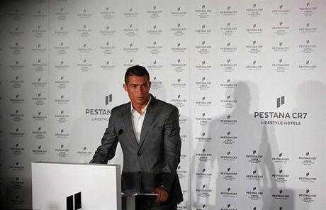 Chum anh: Ronaldo lich lam khai truong khach san moi tai que nha - Anh 1