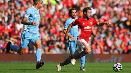 Juan Mata noi gian sau tran hoa cua Man United - Anh 1