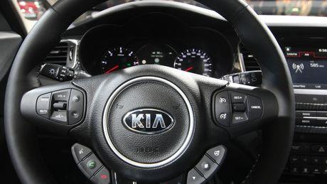 Can canh xe gia dinh 7 cho Kia Carens 2017 ngoai doi thuc - Anh 4