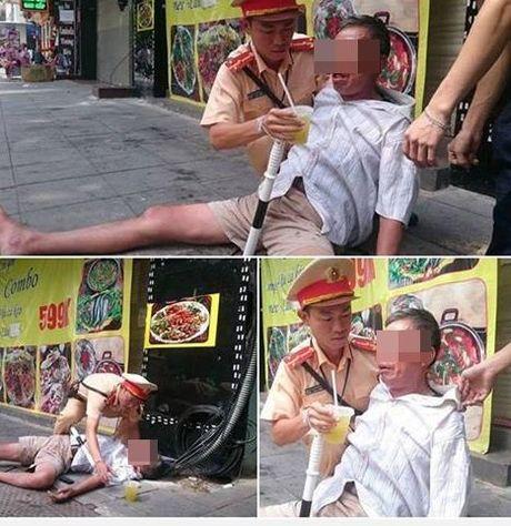 Hanh dong dep cua chien si CSGT voi nguoi dan ong say xin tren pho - Anh 1