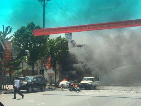 No chay taxi kinh hoang o Cam Pha, 2 nguoi tu vong - Anh 2