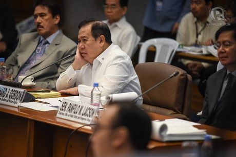 Thuong nghi sy Philippines khuyen ban huu Duterte dieu gi? - Anh 1