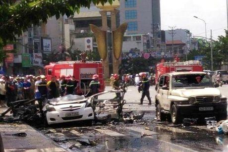 Quang Ninh: No o to, 2 nguoi chet tham - Anh 1