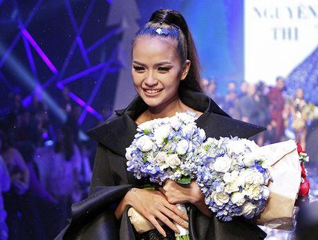 Ngoc Chau dang quang Vietnam's Next Top Model day bat ngo - Anh 7