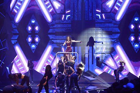Hoang Thuy Linh nhay cuong nhiet lau sach san catwalk VN Next Top Model - Anh 1