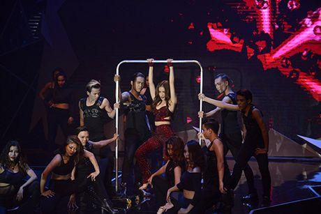 Hoang Thuy Linh nhay cuong nhiet lau sach san catwalk VN Next Top Model - Anh 3