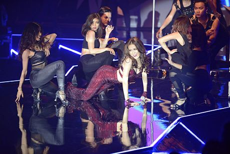 Hoang Thuy Linh nhay cuong nhiet lau sach san catwalk VN Next Top Model - Anh 8