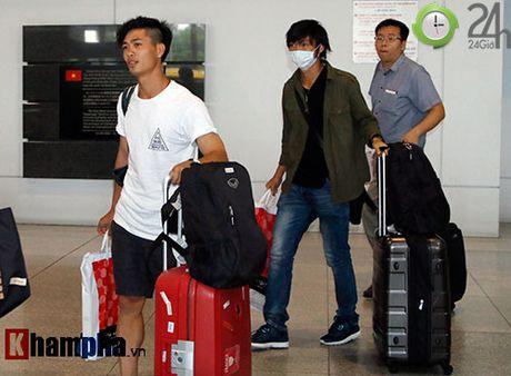 Fan nu xinh don Cong Phuong, Tuan Anh deo khau trang bi an - Anh 2