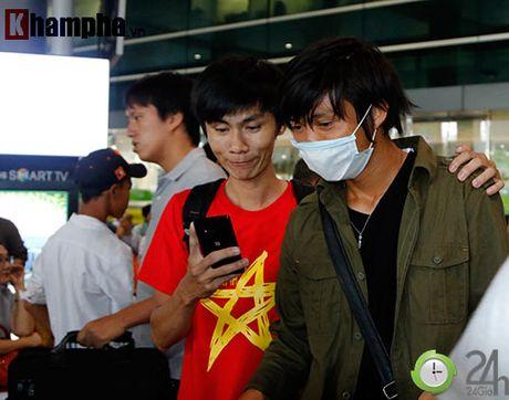 Fan nu xinh don Cong Phuong, Tuan Anh deo khau trang bi an - Anh 4