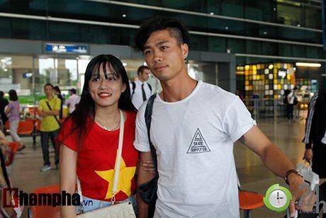 Fan nu xinh don Cong Phuong, Tuan Anh deo khau trang bi an - Anh 5