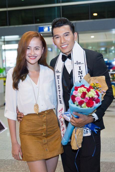 Khanh Ngan The Face ra san bay don Ngoc Tinh - Anh 6