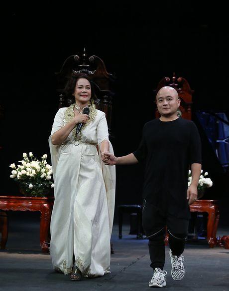 Vietnam Fashion Week Xuan He dem cuoi: Thoi gian lang dong - Anh 2
