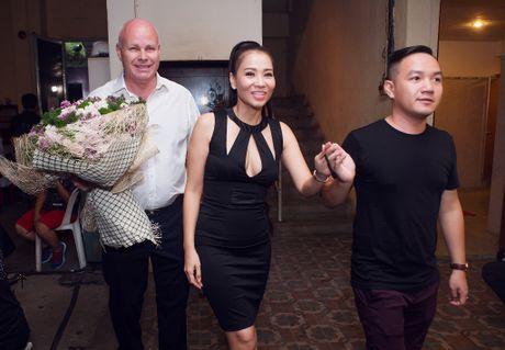 Sau 'scandal' no nan, chong Tay tiep tuc sat canh voi Thu Minh - Anh 3