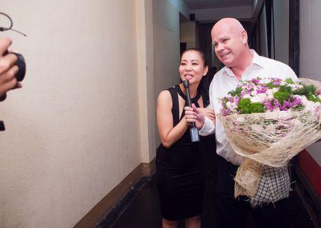 Sau 'scandal' no nan, chong Tay tiep tuc sat canh voi Thu Minh - Anh 5