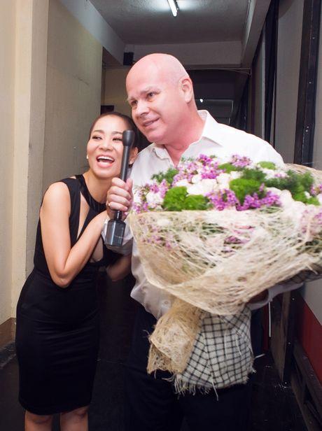 Sau 'scandal' no nan, chong Tay tiep tuc sat canh voi Thu Minh - Anh 6