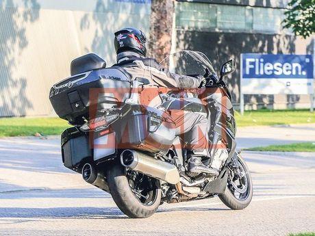 Bo doi BMW K1600 GTL va K1600 Bagger 2017 lo dien tren pho - Anh 3
