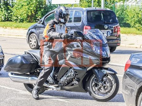 Bo doi BMW K1600 GTL va K1600 Bagger 2017 lo dien tren pho - Anh 4