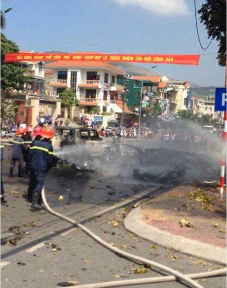 Hien truong vu no taxi kinh hoang giua duong pho Quang Ninh - Anh 4