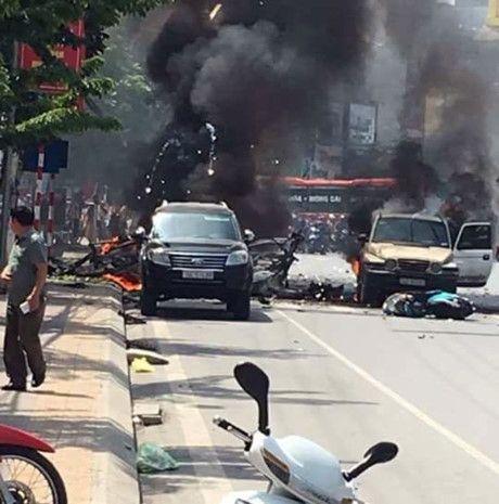 Hien truong vu no taxi kinh hoang giua duong pho Quang Ninh - Anh 5