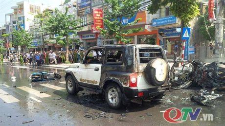 Hien truong vu no taxi kinh hoang giua duong pho Quang Ninh - Anh 8