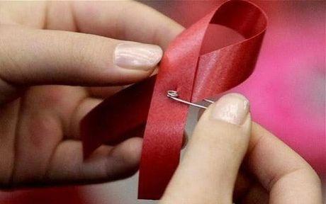 Cong bo chan dong: Mot benh nhan Anh sap duoc chua dut diem HIV - Anh 1