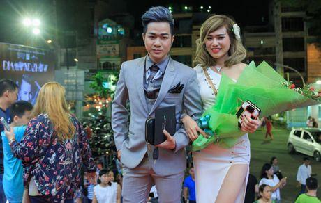 Quach Tuan Du lan dau khoe ban gai doanh nhan - Anh 4