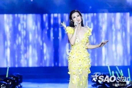 Dong Nhi dep khong goc chet trong loat vay ao cua Le Thanh Hoa - Anh 10