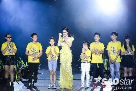 Hoc tro The Voice Kids 2016 chay het minh trong dem Liveshow dang cap cua Dong Nhi - Anh 10